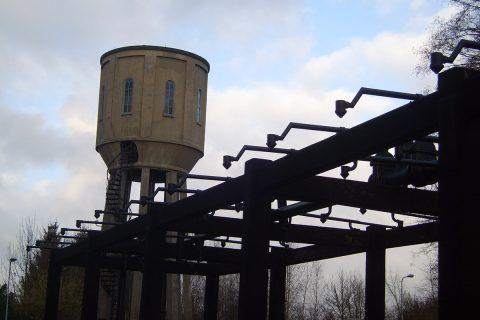 Watertoren met ontijzeringsinstallatie